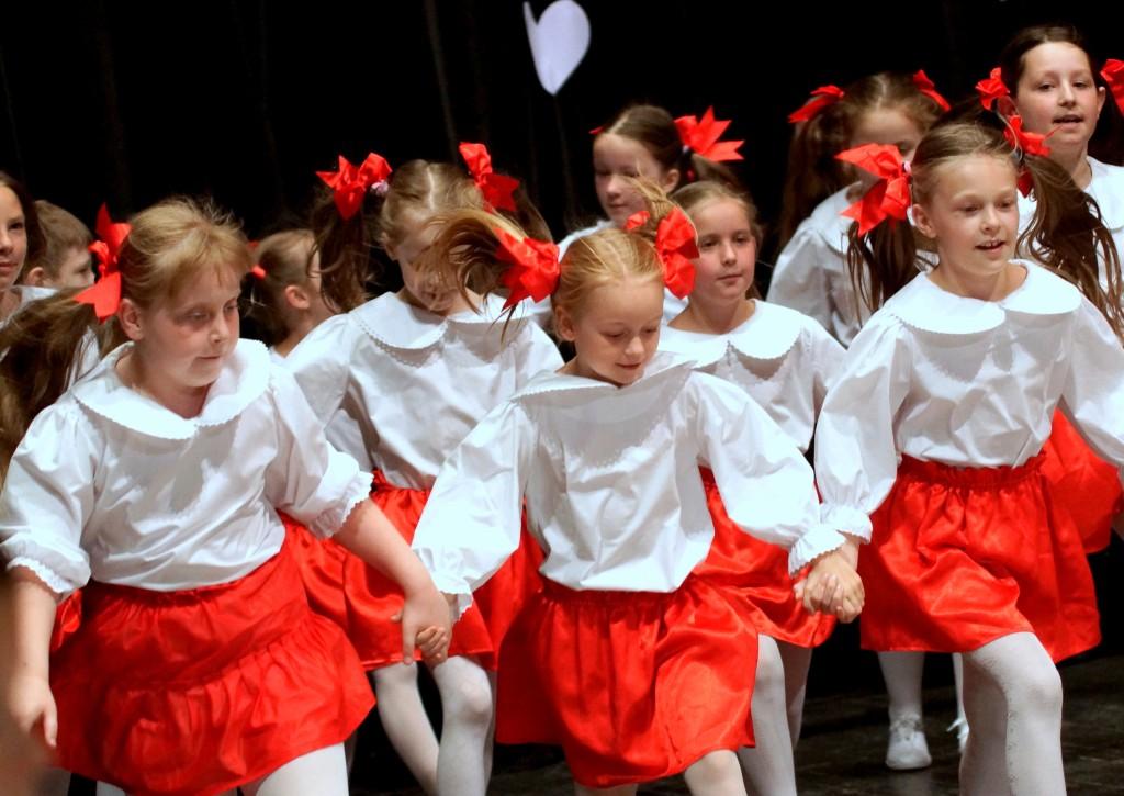 Zaśpiewali i zatańczyli dla rodziców (FOTO)