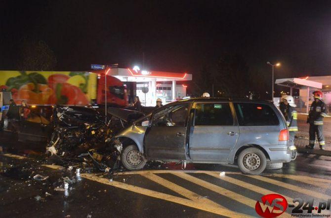 Groźny wypadek na łączniku (FOTO)