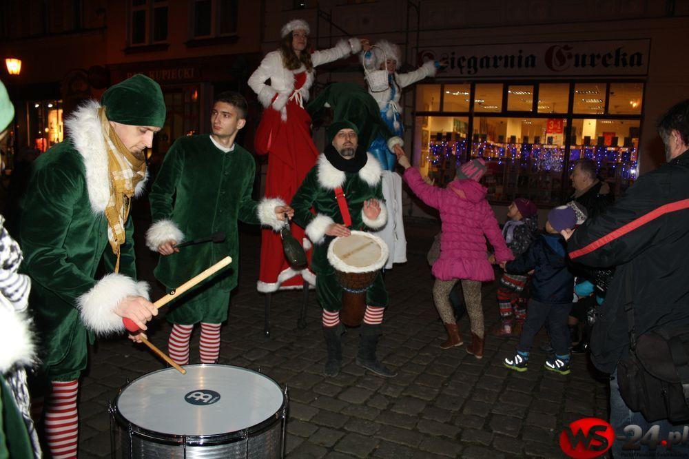 Parada świąteczna przeszła przez Rynek [FOTO, VIDEO]