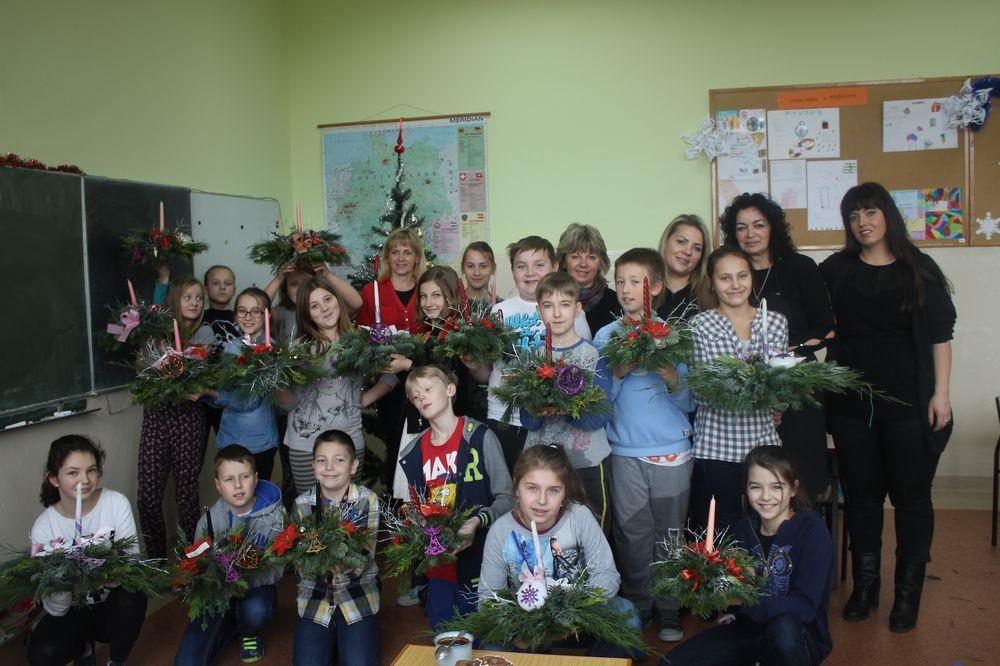Wspólnie wykonali świąteczne stroiki (FOTO)
