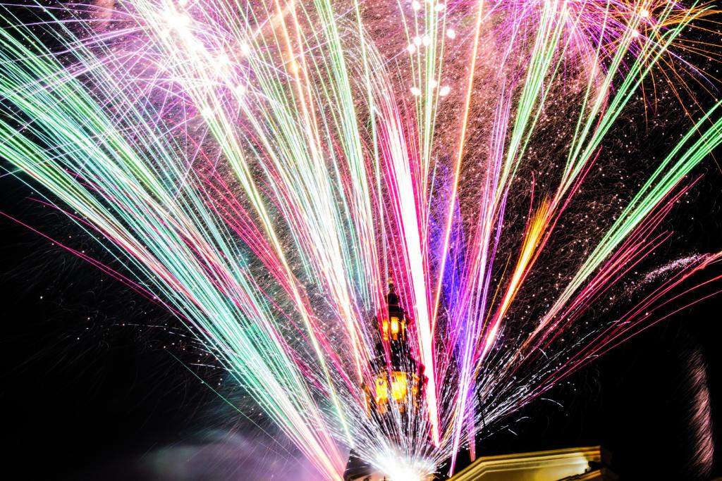 Przywitaj Nowy Rok pod gwiazdami, w kinie lub na zabawie
