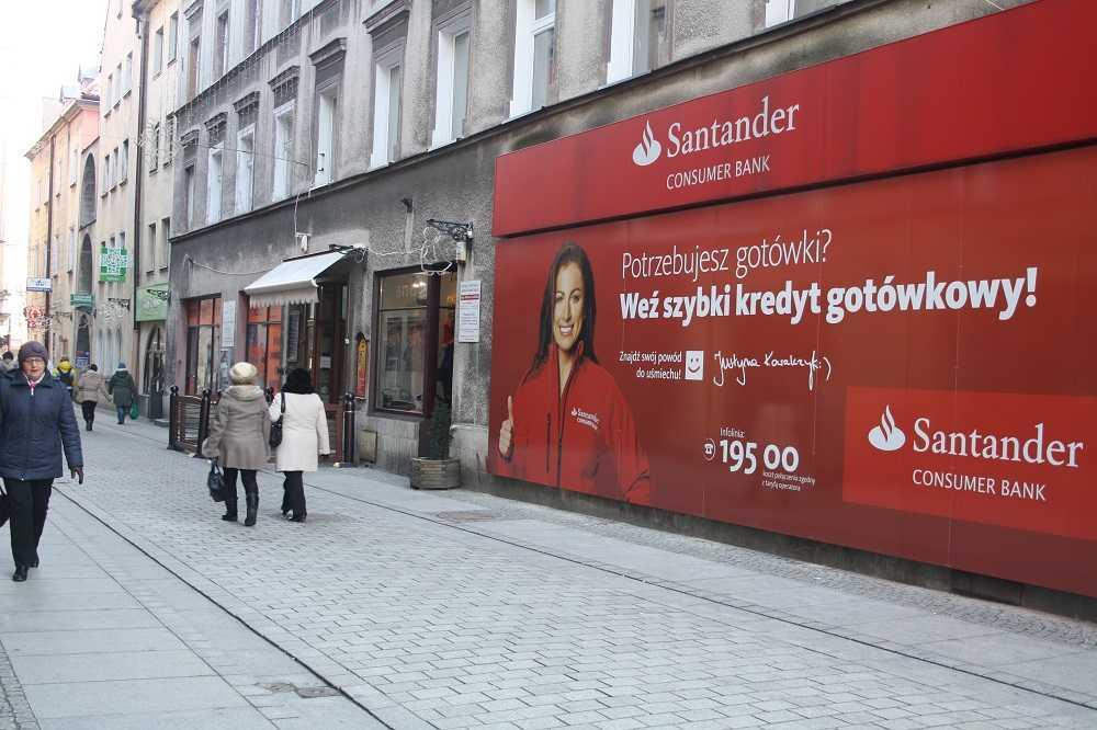 Gigantyczna reklama szpeci Łukową. Czy zostanie ściągnięta? (FOTO)
