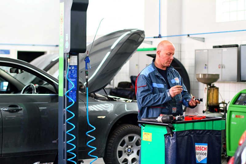 Jak oszczędzić auto i pieniądze?