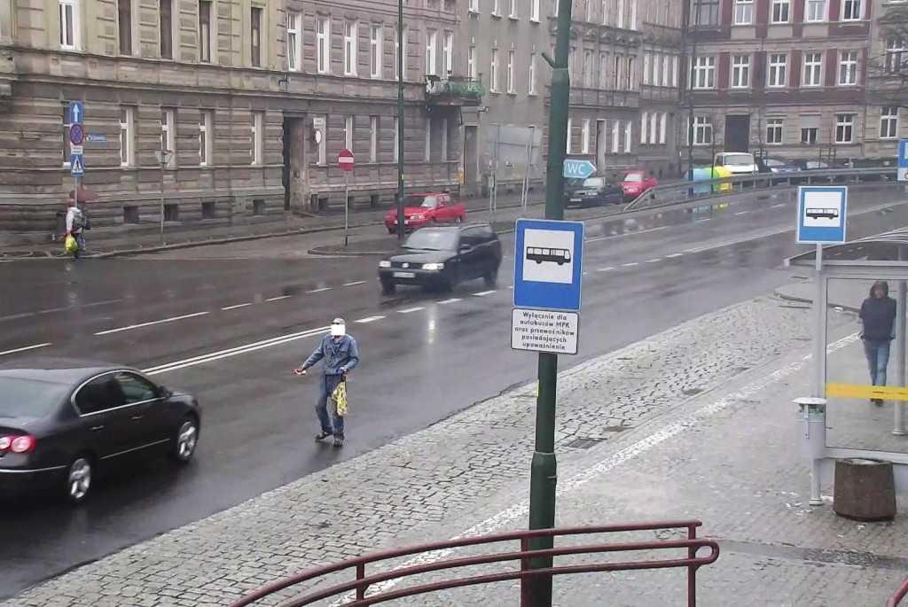 Wkroczył na jezdnię wprost pod nadjeżdżające samochody