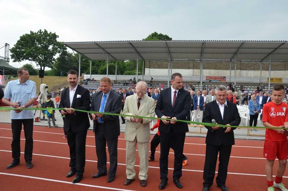 Stadiony w Strzegomiu otwarte (FOTO)