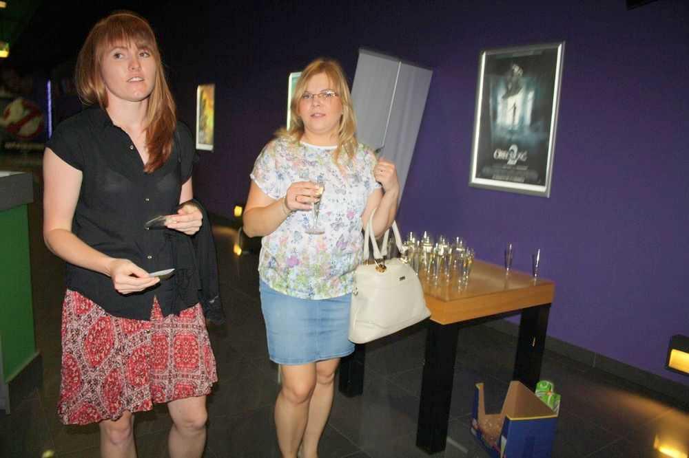 Szpilki, szampan i komedia