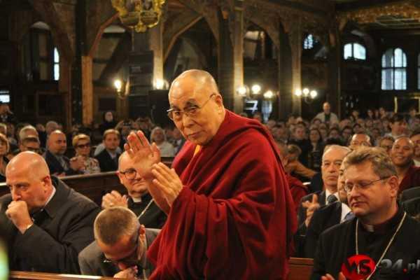 Dalajlama XIV w Świdnicy. Wspólnie apelowali o pokój na świecie (FOTO)