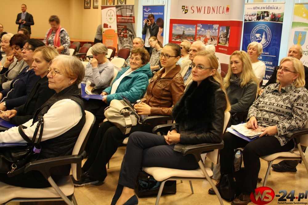 Miasto przyjazne seniorom. Seminarium naukowe w Świdnicy (FOTO)