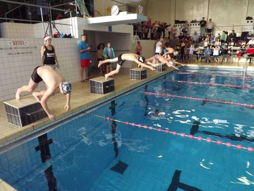 Mikołajki na basenie (FOTO)