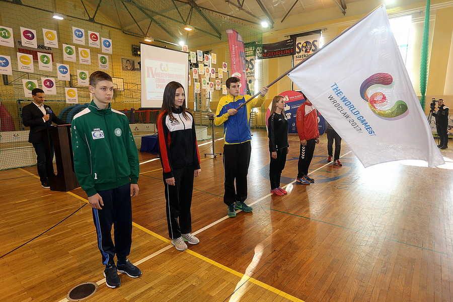 """Flaga TWG przyjechała do Świdnicy. Czuć """"zapach"""" igrzysk (FOTO)"""