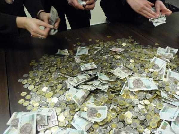 Włamał się do automatu i ukradł ponad tysiąc złotych!