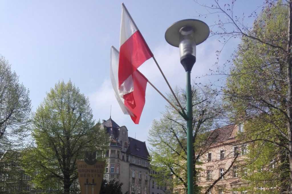 Ukradli flagi narodowe