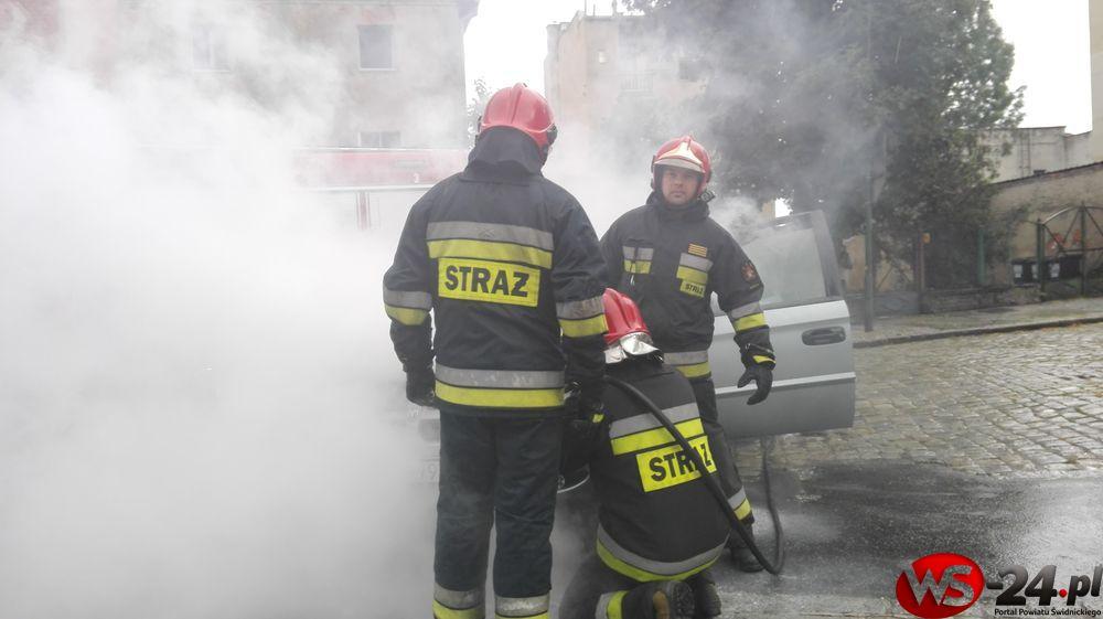 Płonące auto (FOTO)