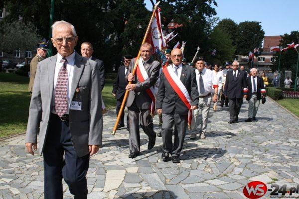 """97 lat od """"Cudu nad Wisłą"""". Patriotycznie pod pomnikiem (FOTO)"""
