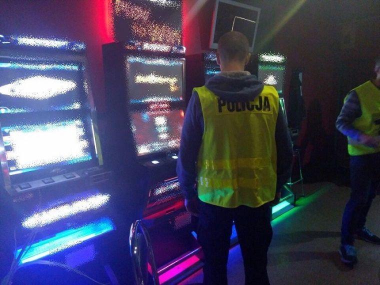 Kolejne automaty w rękach funkcjonariuszy