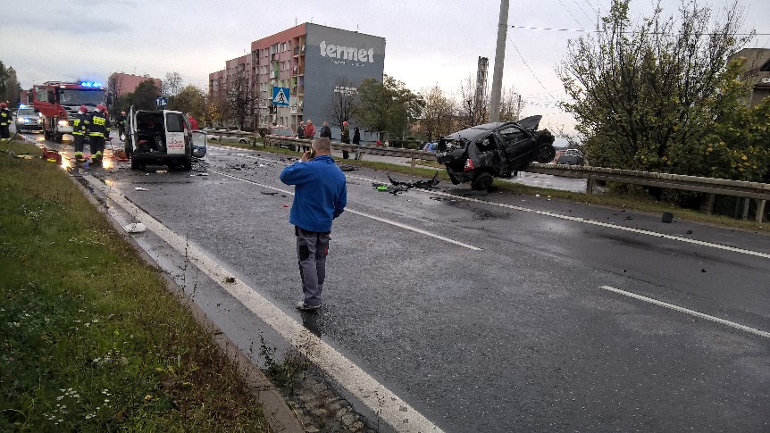 Groźny wypadek przy wjeździe do Świebodzic (FOTO+VIDEO)