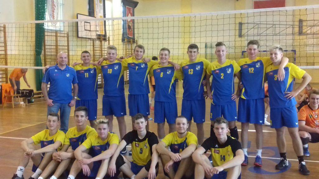 Kapitalna seria młodych siatkarzy ze Świdnicy. Są liderem