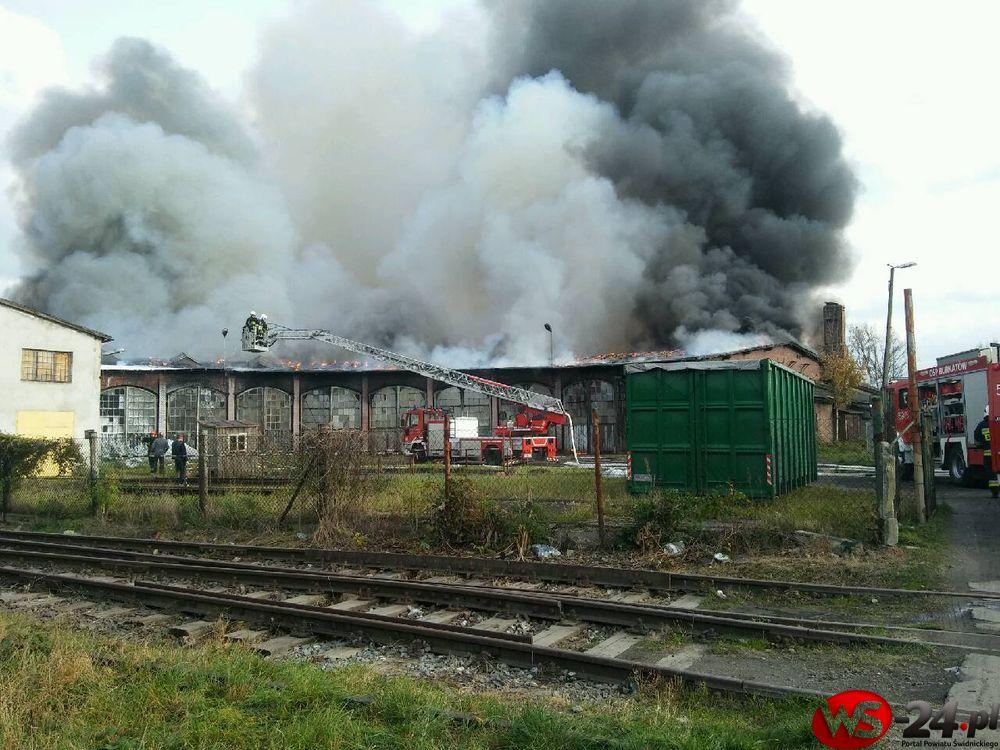 Pożar dawnej parowozowni (AKTUALIZACJA FOTO+VIDEO)