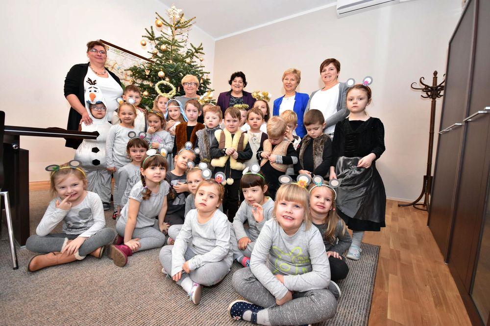 Świąteczna wizyta przedszkolaków