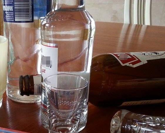 Razem pili wódkę. Potem koledze od kieliszka wbił nóż…
