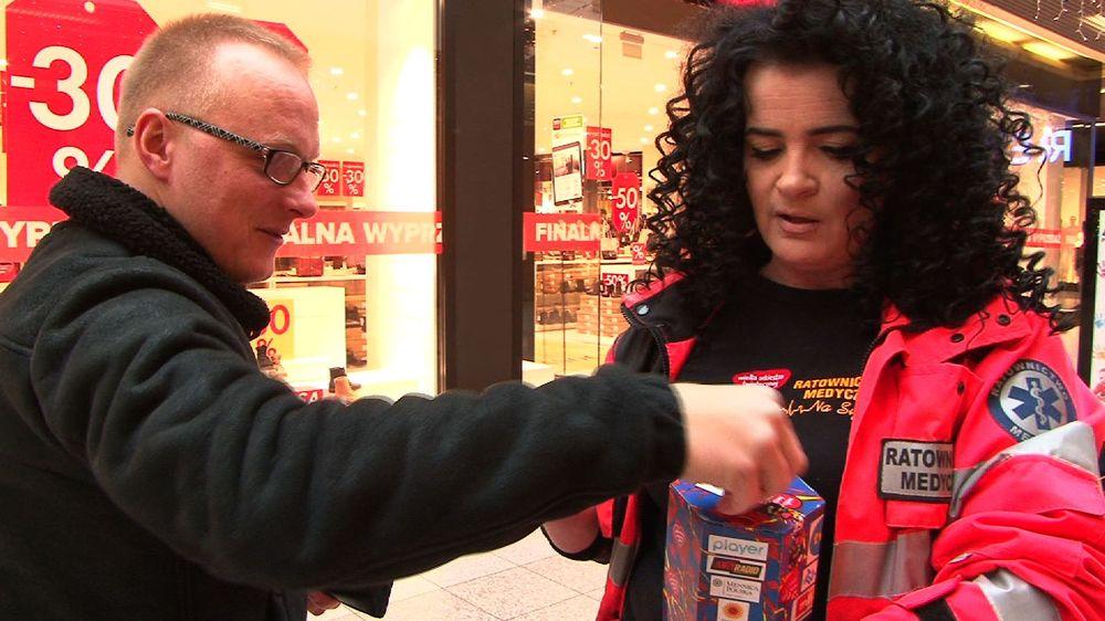 Chętnie wrzucali pieniądze do puszek (FOTO/VIDEO)