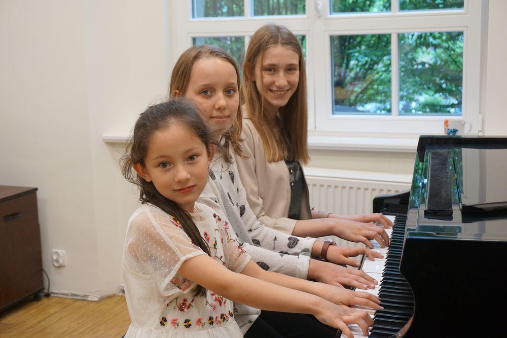 Zdolne pianistki jadą do Francji!