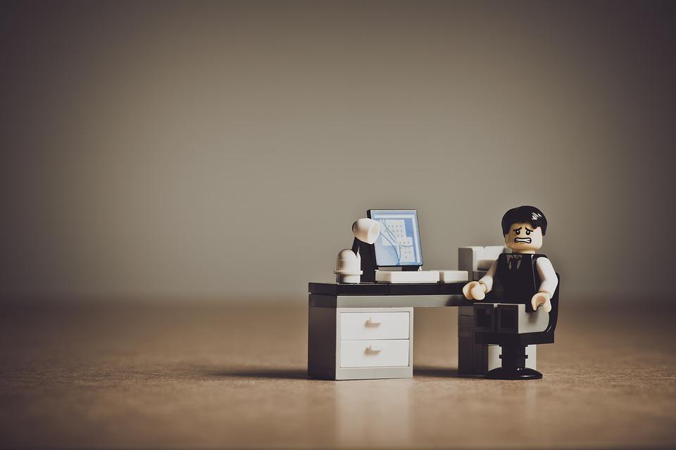 Komputer stacjonarny do pracy biurowej – przewagi względem laptopa