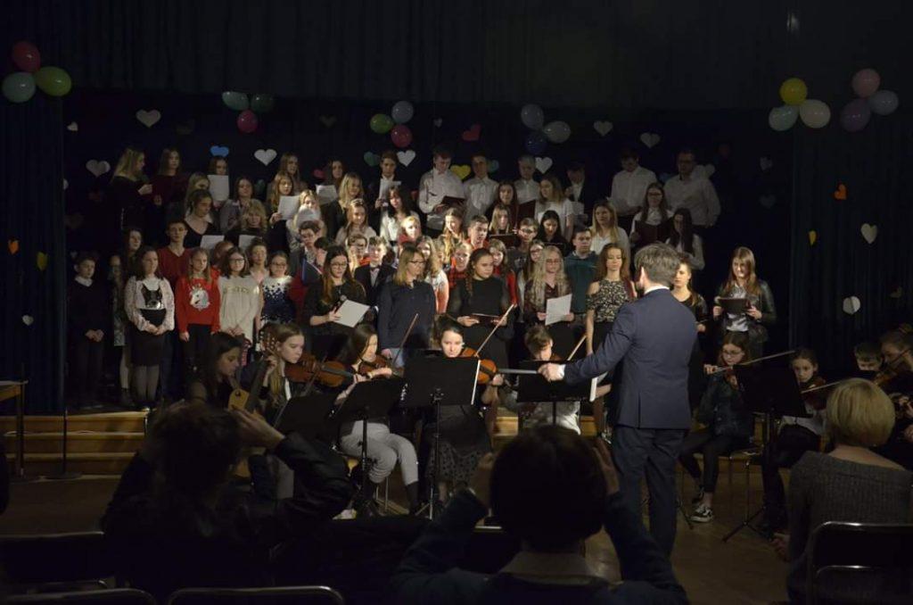 Trójka zagrała dla Bartka – Koncert Charytatywny w Liceum Skłodowskiej