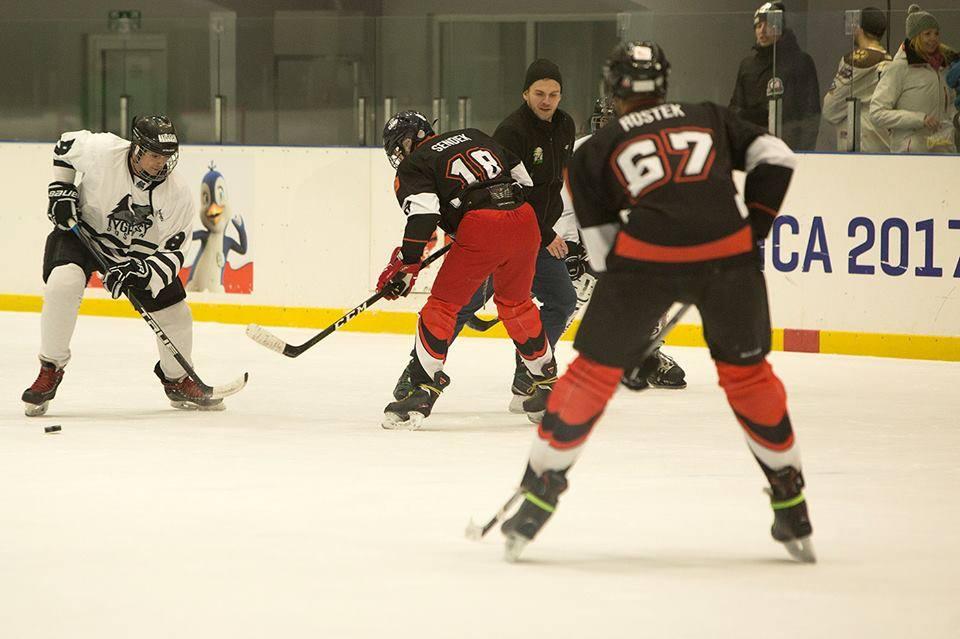 W sobotę turniej hokeja, ślizgawki od 17.00