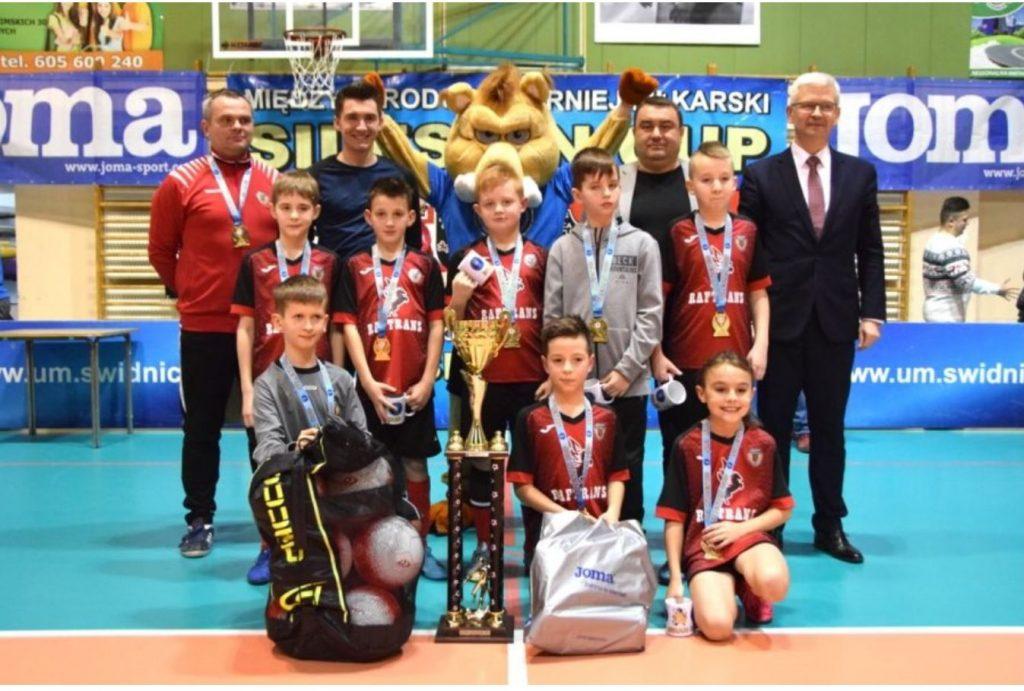 Cztery puchary Silesian Winter Cup rozdane. Jedno trofeum dla Gryfa  Świdnica