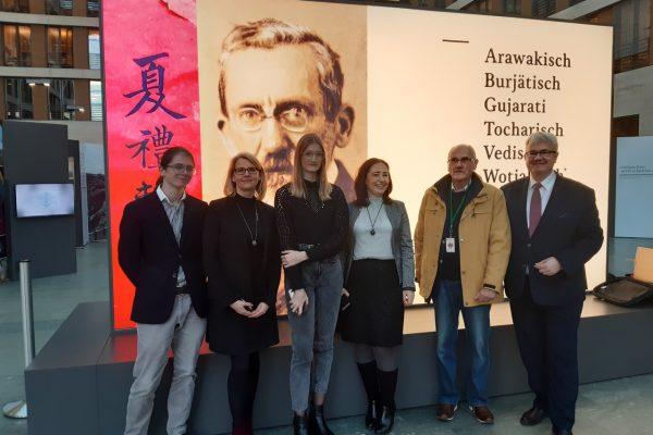 Uczniowie Banacha na uroczystości otwarcia wystawy o Emilu Krebsie [FOTO]
